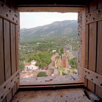 Άποψη της ανατολικής πλευράς του φρουρίου από παράθυρο του τρίτου ορόφου στη βόρεια πλευρά του Νοτιοανατολικού Πύργου.
