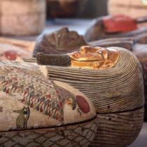 Εκατό άθικτες σαρκοφάγοι βρέθηκαν στη Νεκρόπολη της Σακκάρα