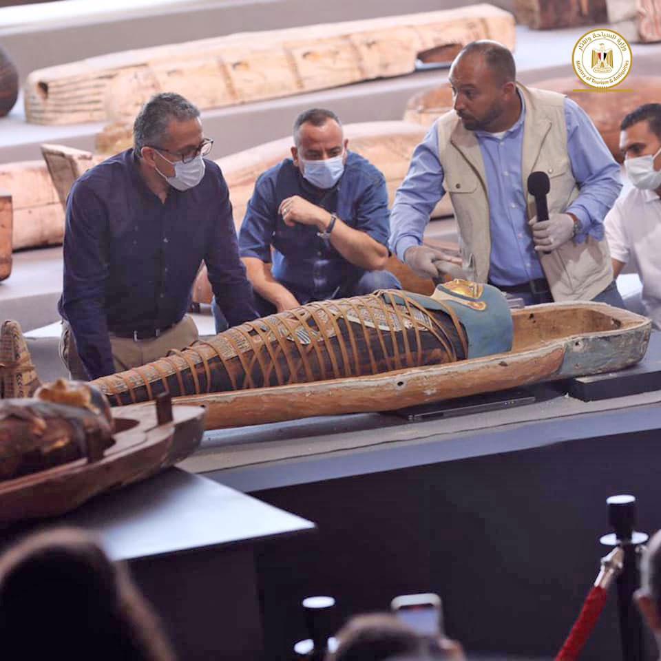 Από την παρουσίαση των ευρημάτων (φωτ.: Υπουργείο Τουρισμού και Αρχαιοτήτων της Αιγύπτου).
