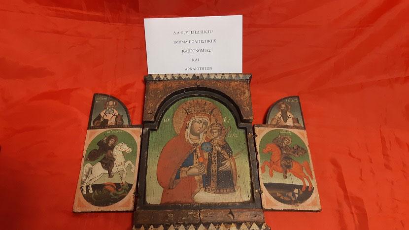 Σύμφωνα με γνωμάτευση αρχαιολόγου η τρίπτυχη θρησκευτική εικόνα εμπίπτει στις προστατευτικές διατάξεις του Νόμου για την προστασία των αρχαιοτήτων και εν γένει της πολιτιστικής κληρονομιάς (φωτ.: ΕΛΑΣ).