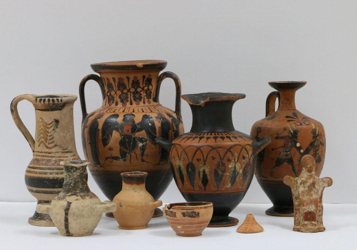 Αναθήματα της Αρχαϊκής εποχής από τον ναό (φωτ.: ΥΠΠΟΑ).