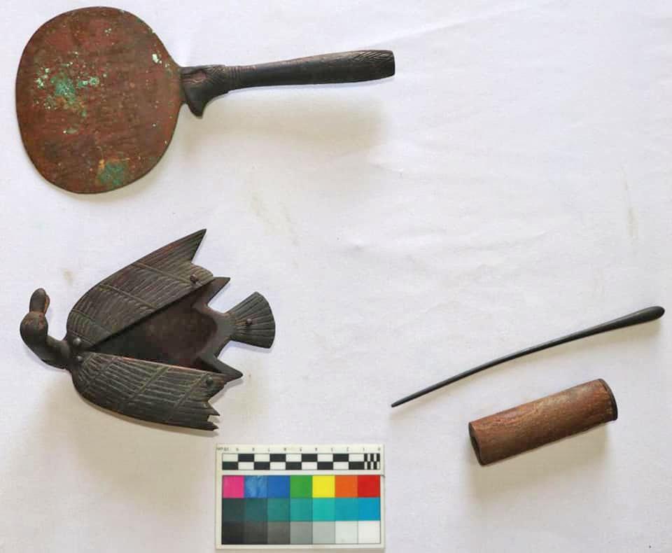 Αντικείμενα καλλωπισμού. Πιθανότατα Νέο Βασίλειο. Πηγή: Υπουργείο Τουρισμού και Αρχαιοτήτων της Αιγύπτου.