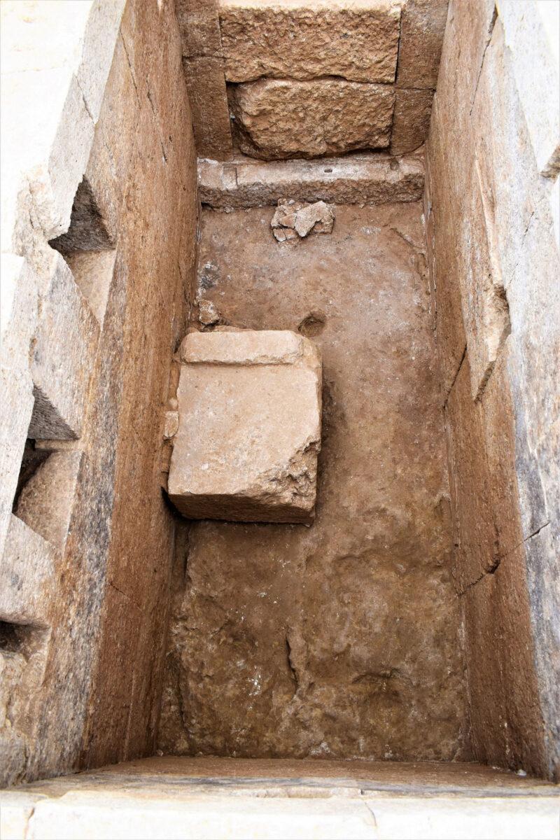 Το εσωτερικό του τάφου (φωτ.: ΥΠΠΟΑ).