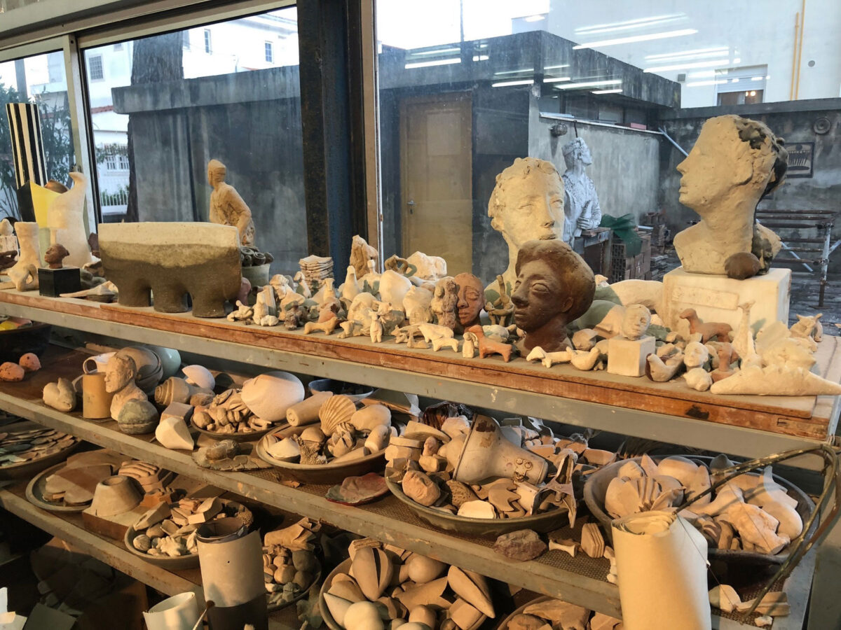 Στο εργαστήριο κεραμικής της Ελένης Βερναδάκη (φωτ.: ΥΠΠΟΑ).