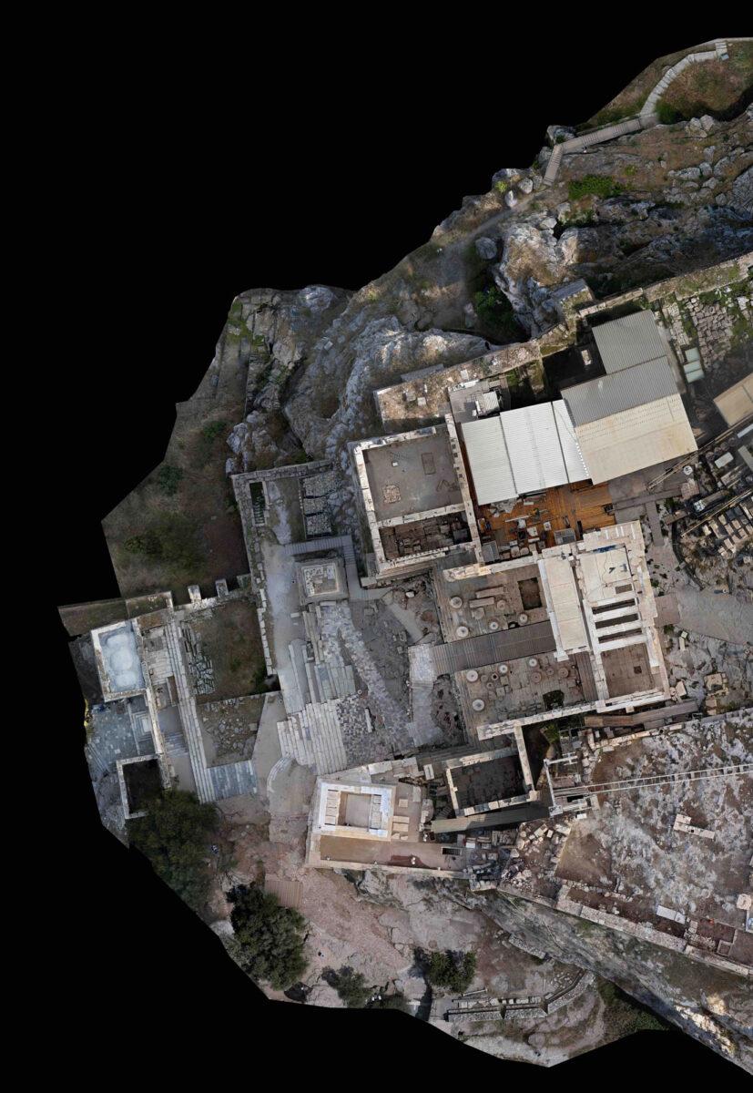 Κάτοψη της δυτικής εισόδου της Ακρόπολης (φωτ.: ΥΠΠΟΑ).
