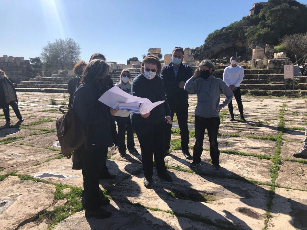 Αυτοψία στον αρχαιολογικό χώρο της Ελευσίνας (φωτ.: ΥΠΠΟΑ).