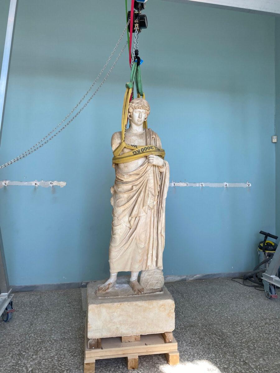 Το άγαλμα του Αντίνοου στο Αρχαιολογικό Μουσείο Ελευσίνας (φωτ.: ΥΠΠΟΑ).