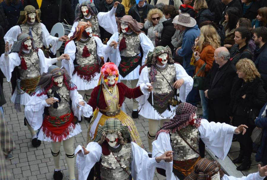 Διαδικτυακά θα γιορταστεί φέτος η Αποκριά στη Β. Ελλάδα