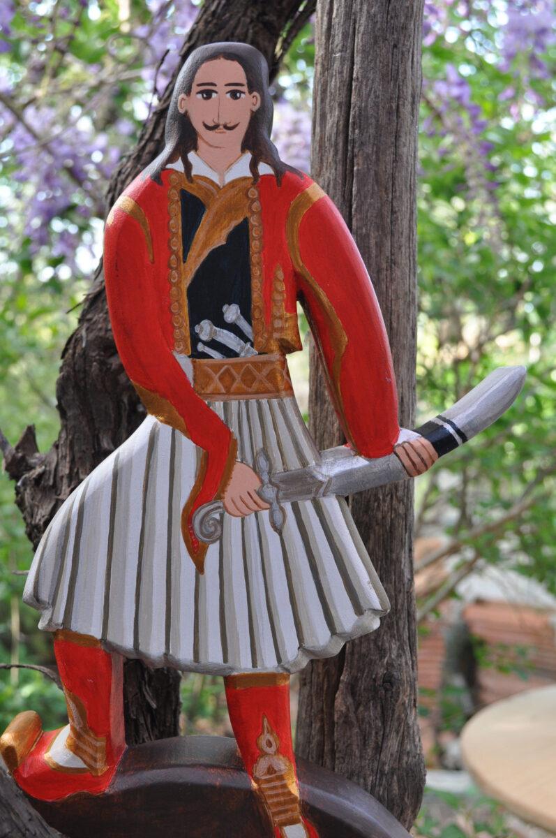 Ξύλινη κούκλα της Ειρήνης Κουρτζέλλη (φωτ.: Ειρήνη Κουρτζέλλη).