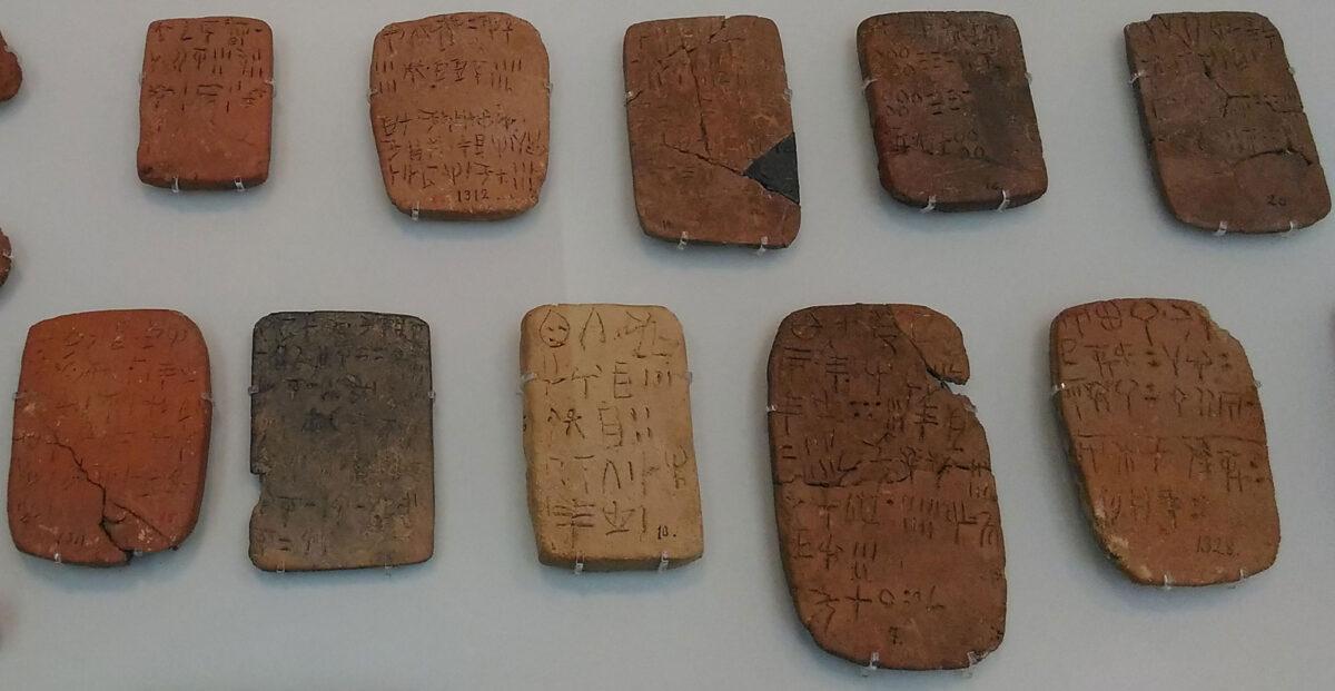Πινακίδες Γραμμικής Α στο Αρχαιολογικό Μουσείο Ηρακλείου (φωτ.: ΑΠΕ-ΜΠΕ).