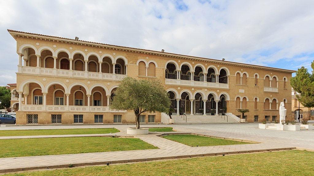 Η έδρα της Ιεράς Αρχιεπισκοπής Κύπρου, στη Λευκωσία. Φωτ.: A. Savin(Wikimedia Commons·WikiPhotoSpace).