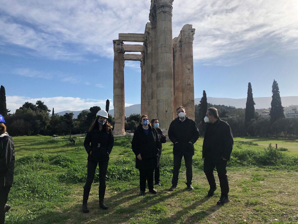 Αυτοψία στον Ναό του Ολυμπίου Διός στην Αθήνα πραγματοποίησε η υπουργός Πολιτισμού  και Αθλητισμού (φωτ.: ΥΠΠΟΑ).