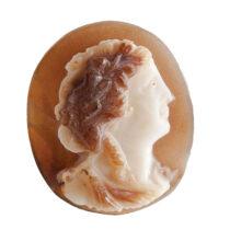 Κειμήλιος λίθος (cameo) που απεικονίζει κεφάλι Βάκχου (παράσταση Διονύσου) και βρέθηκε σε οικία του 1ου αι. π.Χ.–1ου αι. μ.Χ.