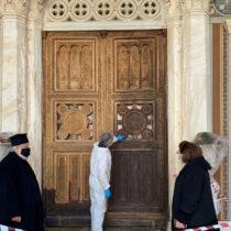 Συντηρείται η πύλη του Μητροπολιτικού Ναού Αθηνών