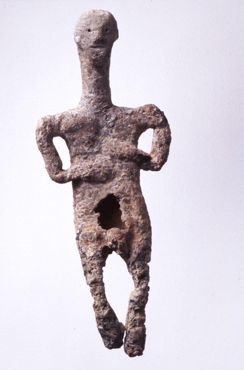 Μολύβδινο ανδρικό ειδώλιο. Πρωτοκυκλαδική ΙΙ – ΙΙΙ περίοδος. 2300 π.Χ. Μουσείο Κυκλαδικής Τέχνης, αρ. ευρ. ΝΓ 1128. © Μουσείο Κυκλαδικής Τέχνης / Γ. Φαφαλής.
