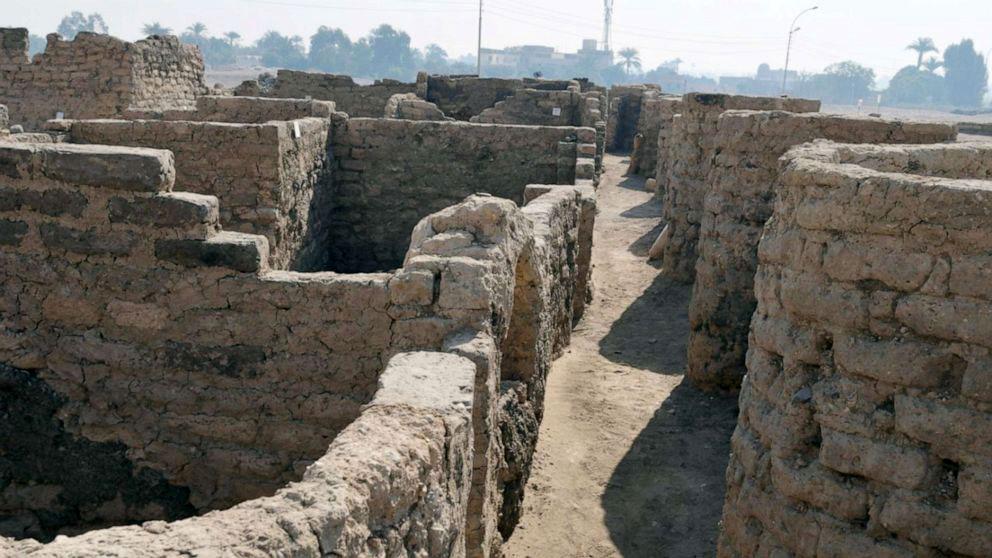 Κατάλοιπα της αρχαίας πόλης (φωτ.: Zahi Hawass Center For Egyptology).