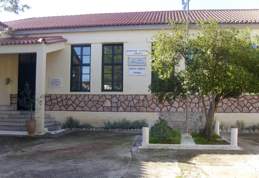 Το Παλαιό Δημαρχείο Ερμιόνης που θα στεγάσει το νέο Αρχαιολογικό Μουσείο.
