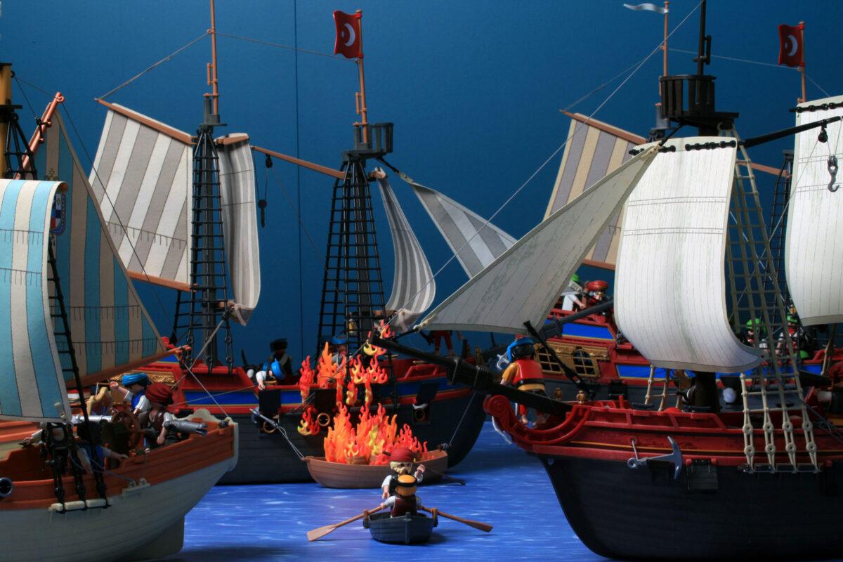 Ναυμαχία μεταξύ ελληνικού και οθωμανικού στόλου. Διόραμα του Άγγελου Γιακουμάτου. © ΠΙΟΠ, Β. Γεωργιάδης.