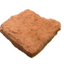 Πήλινη πλάκα δαπέδου από το Κτήριο Μ κατά Νoack (φωτ.: Κ. Ξενικάκης, © Ανασκαφικό Πρόγραμμα Γλα 2018–2022).