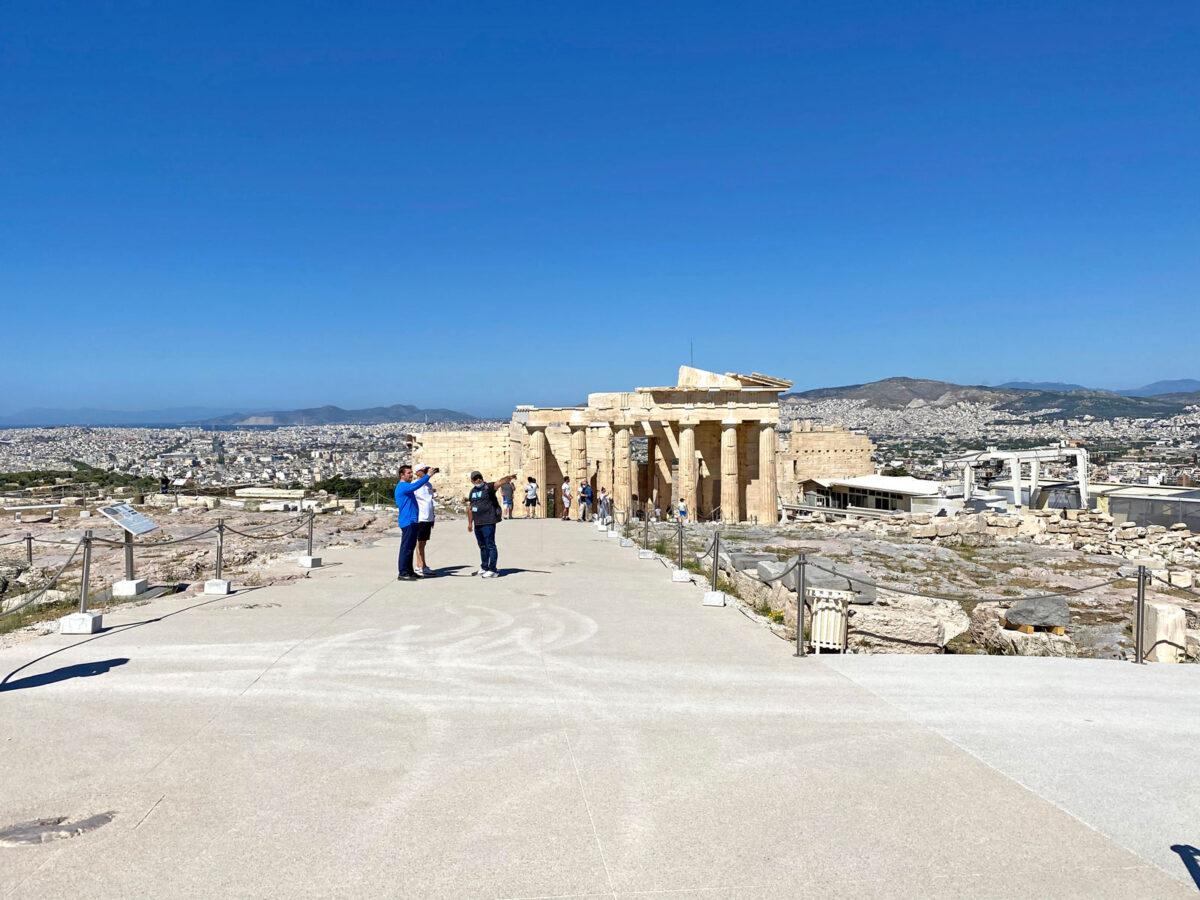 Στον Ιερό Βράχο της Ακρόπολης (φωτ.: MONUMENTA).