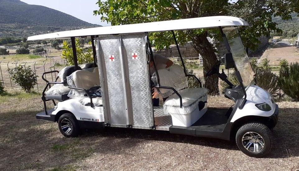 Ηλεκτροκίνητο όχημα για τη μετακίνηση εμποδιζόμενων ατόμων ή ηλικιωμένων με κινητικά προβλήματα στην Αρχαία Μεσσήνη (φωτ.: ΥΠΠΟΑ).