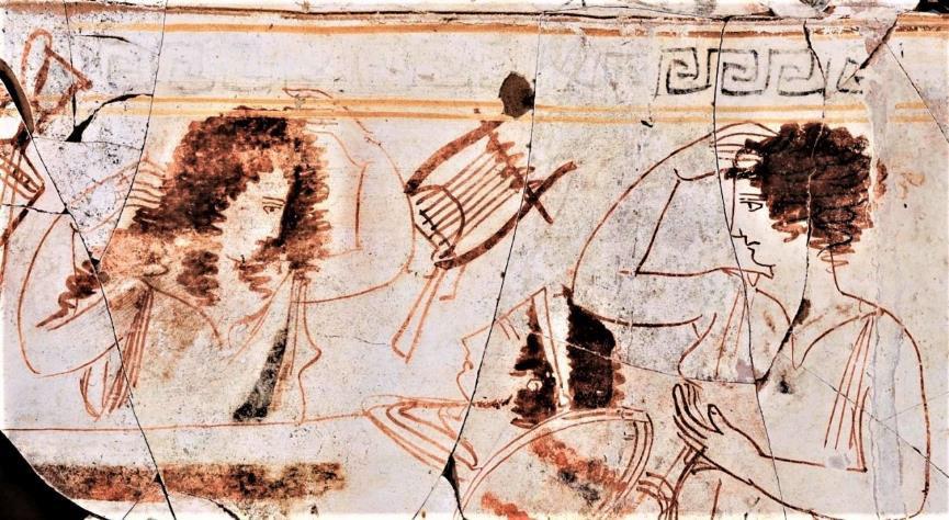 Λευκή λήκυθος με σκηνή πρόθεσης νεκρού του «ζωγράφου του τριγλύφου» από τον Τάφο του Περδίκκα Β΄, 420-410 π.Χ. © Υπουργείο Πολιτισμού και Αθλητισμού.