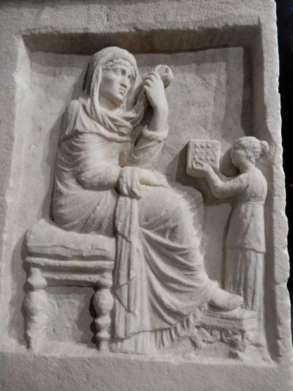Από την έκθεση στην αυλή του Αρχαιολογικού Μουσείου Βέροιας © Υπουργείο Πολιτισμού και Αθλητισμού.