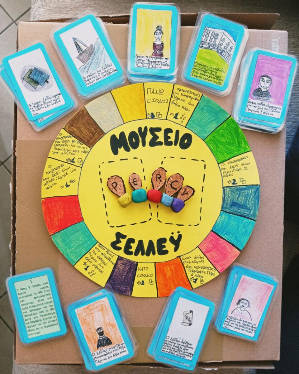 Οι τελειόφοιτοι του δημοτικού του Ευόσμου, σε συνεργασία με τους εκπαιδευτικούς τους, δημιούργησαν ένα ταμπλό αλλά και τις κάρτες για το επιτραπέζιο παιχνίδι που προορίζεται για ηλικίες από 10 ετών και πάνω και μπορούν να παίζουν από τρεις– πέντε παίκτες. *Τη συνημμένη φωτογραφία του επιτραπέζιου παιχνιδιού παραχώρησε στο ΑΠΕ - ΜΠΕ ο εκπαιδευτικός Α. Μιχαήλ.