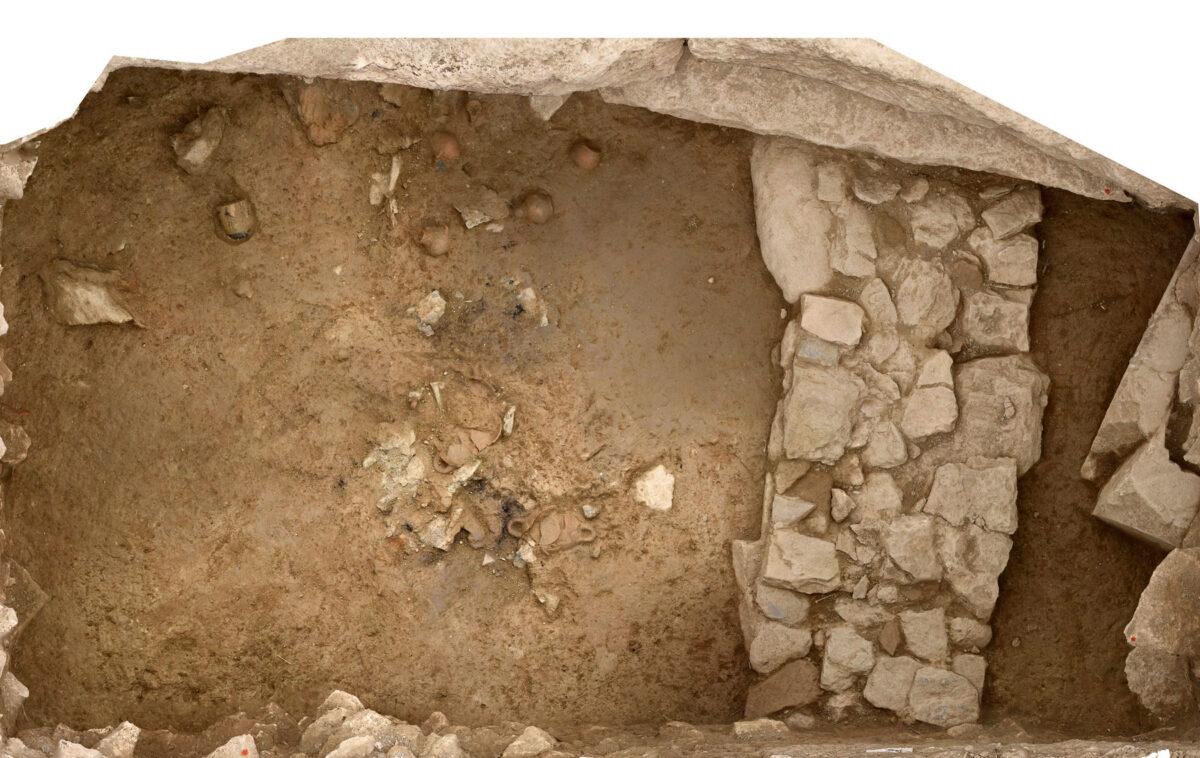 Αποθέτης του υστεροαρχαϊκού ναού της Αμαρυσίας Αρτέμιδος στην Αμάρυνθο. Φωτογραμμετρική εικόνα ενός τμήματος (φωτ.: ΥΠΠΟΑ).
