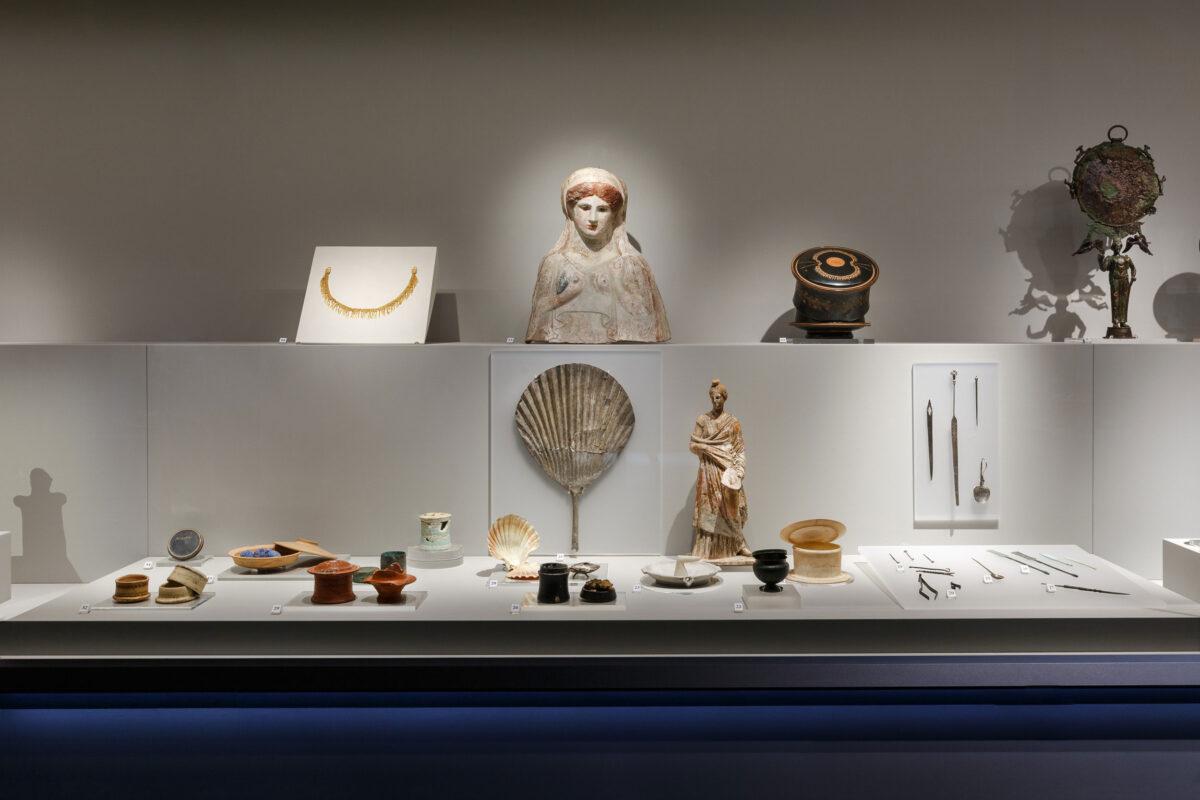 Άποψη της έκθεσης. Φωτ.: Πάρις Ταβιτιάν © Μουσείο Κυκλαδικής Τέχνης.