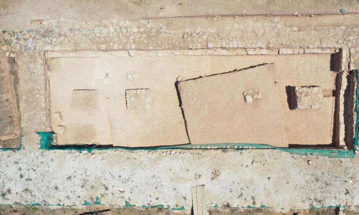 Μονάδα 10 με πεσσούς. Φωτ.: Τμήμα Αρχαιοτήτων Κύπρου.