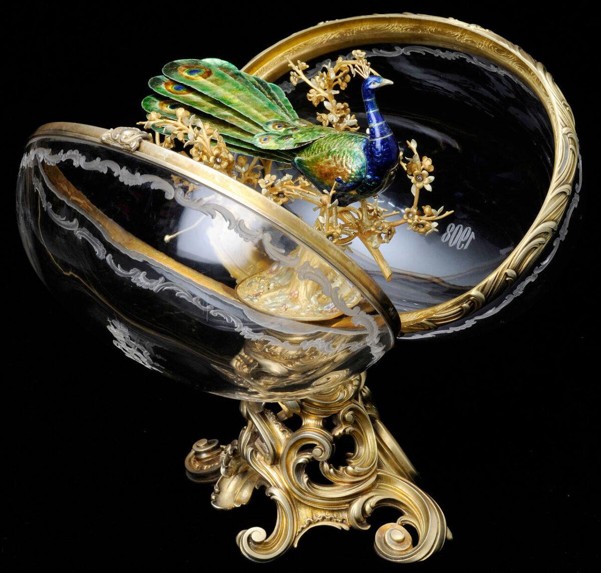 «The Peacock Egg», το κρυστάλλινο αυγό που κρύβει μέσα ένα επισμαλτωμένο χρυσό παγώνι με μηχανισμό (πηγή εικόνας: V&A Museum).