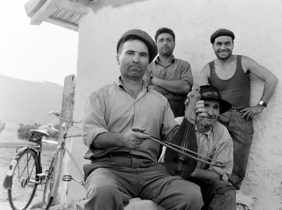 Martin Koenig, O Vasile Luca, λυράρης Βουλγαρικής καταγωγής στο χωριό Caugagia της περιοχής Δοβρουτσά, Ρουμανία, 1968.