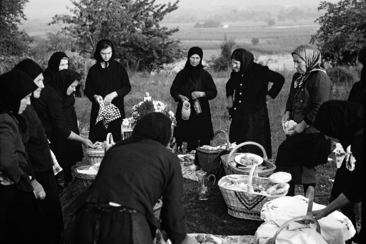 Martin Koenig, Το έθιμο Zadušnica (ημέρα των ψυχών) στο χωριό Veliko Izvor, Zaječar, Ανατολική Σερβία, 1967.