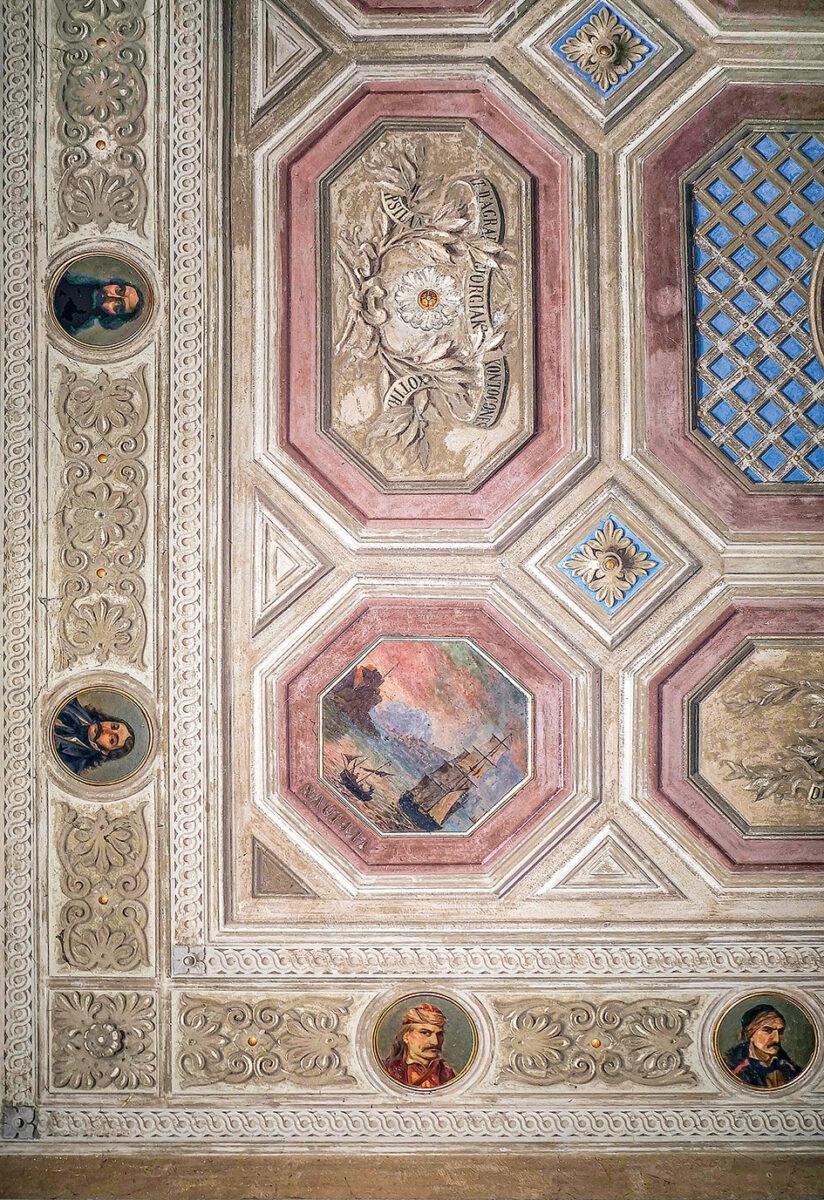 Bορειοδυτική γωνιά της οροφής (λεπτομέρεια), Αίθουσα των Μαχών των Ελλήνων, Κα' Ντολφίν Μαρκιόρι, Λεντινάρα. ©Προσωπικό αρχείο της οικογένειας Μαρκιόρι.